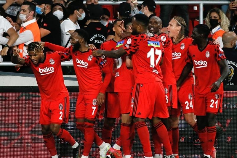 """""""Beşiktaş""""ın 11 futbolçusu """"Ayaks""""la oyunu buraxacaq"""