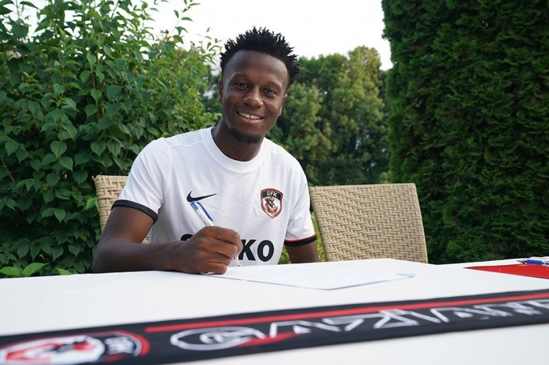 Super Liqa klubundan daha iki transfer