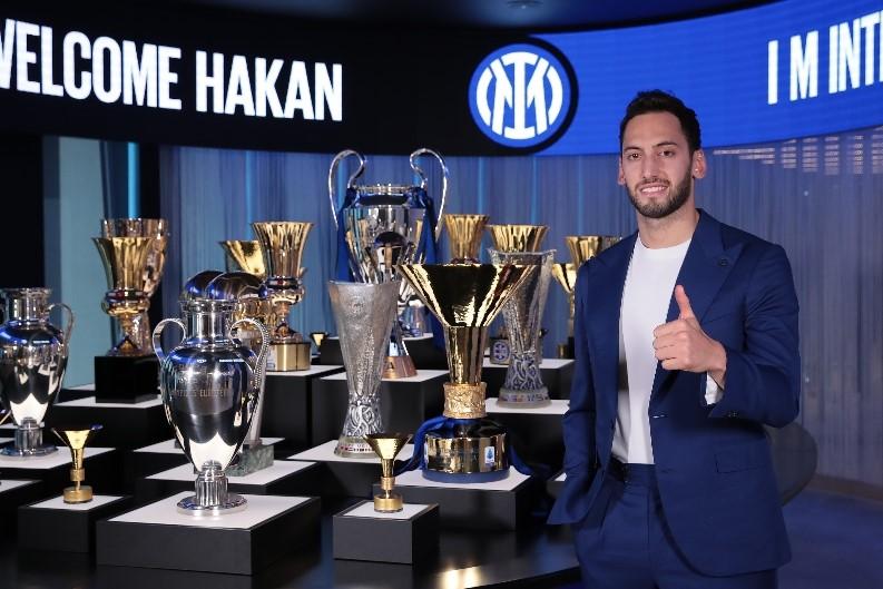 """Hakan Çalhanoğlu """"Milan""""ı """"İnter""""ə dəyişdi - RƏSMİ"""